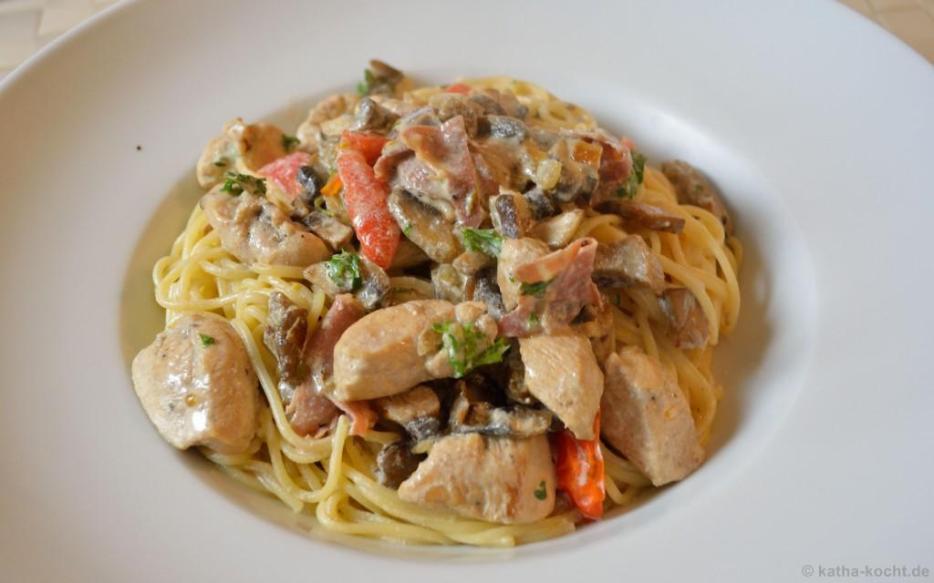 Pasta_Mit_Pilzen_Und_Hähnchen_In_Sahnesauce_3