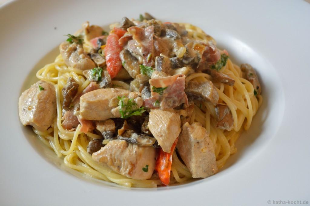 Pasta_Mit_Pilzen_Und_Hähnchen_In_Sahnesauce_4