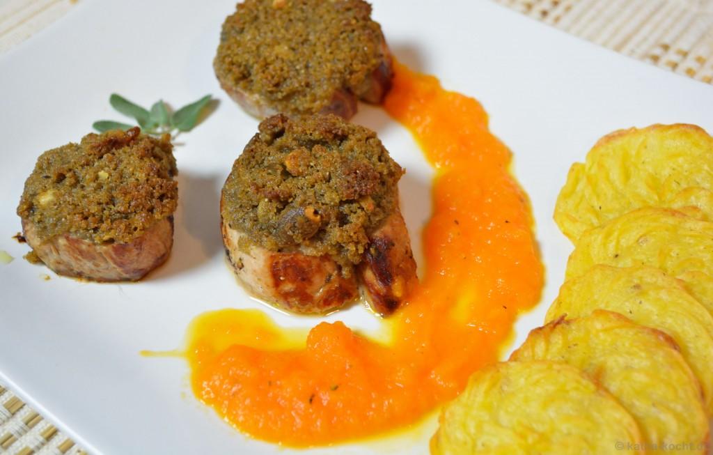 Schweinefilet_mit_Brotkruste_Karottensauce_und_Kartoffelplätzchen_10