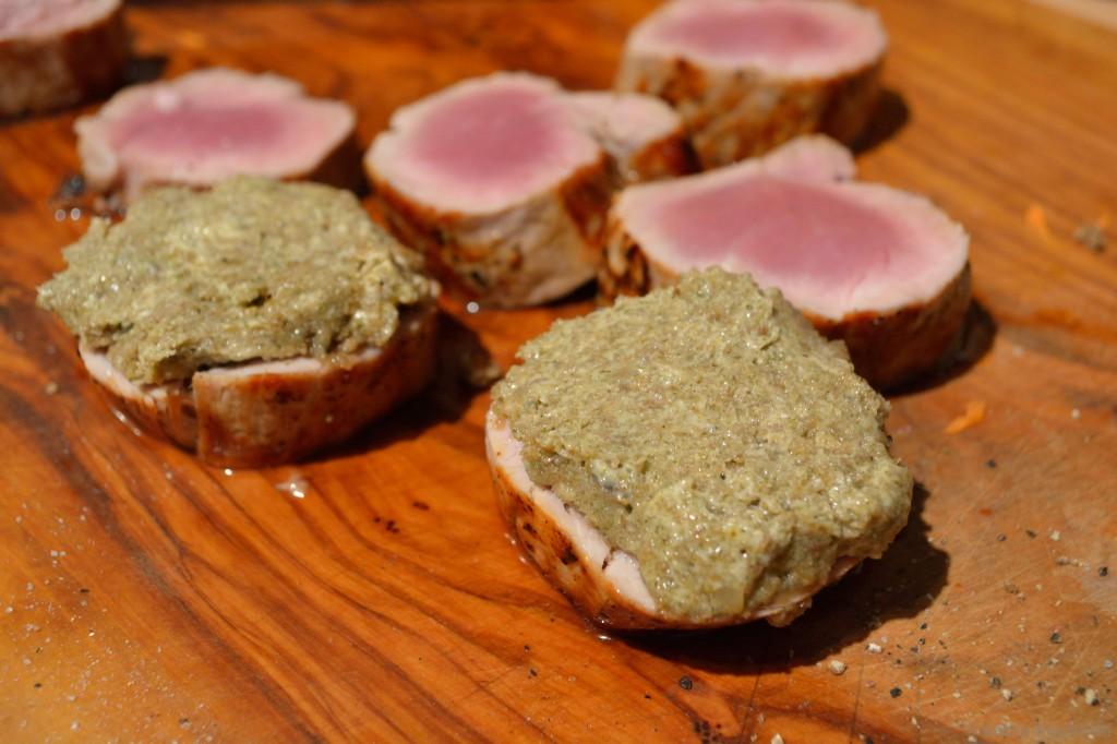 Schweinefilet_mit_Brotkruste_Karottensauce_und_Kartoffelplätzchen_6