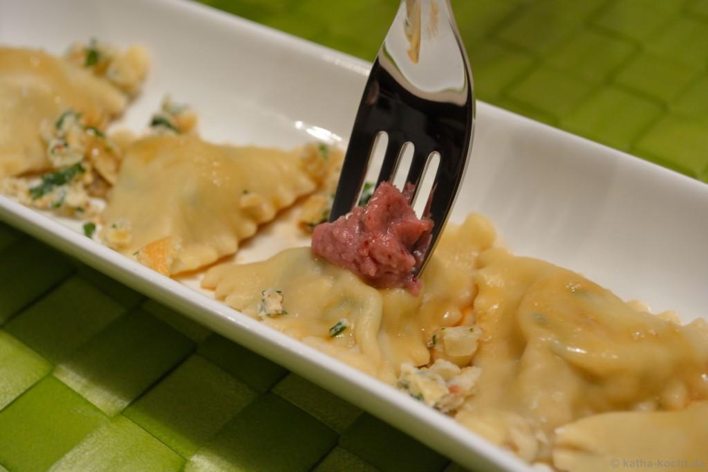Cashew-Ricotta-Ravioli_mit_Preisselbeer-Walnuss-Pesto_15