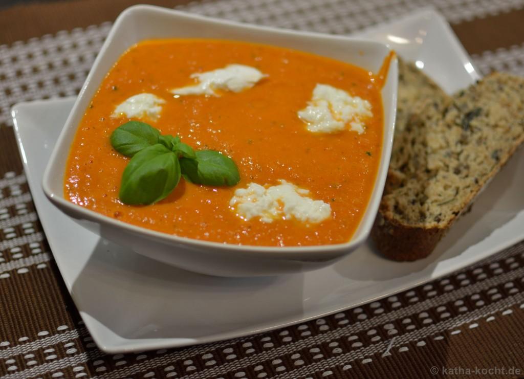 Tomaten_Paprika_Suppe_mit_Büffelmozzarella_3