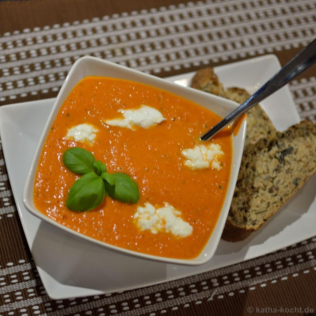 Tomaten_Paprika_Suppe_mit_Büffelmozzarella_4