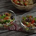 Brotsalat mit Kalamata-Oliven und Sardellen