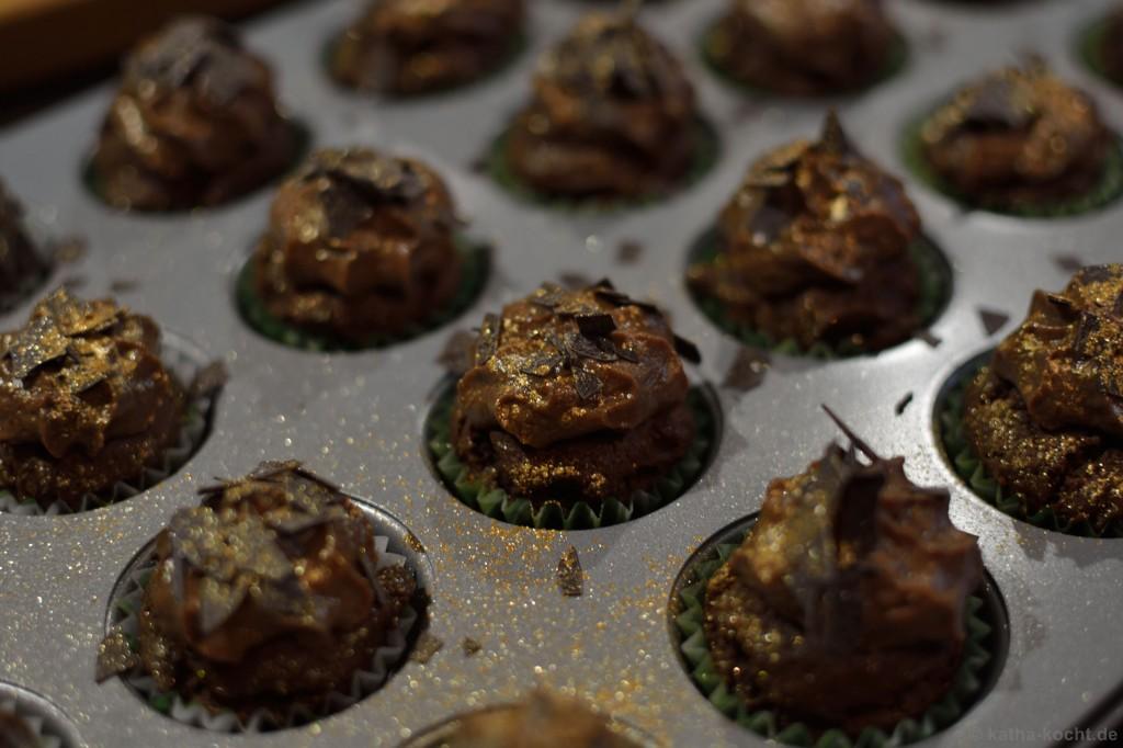 Double_Choc_Mini_Cupcakes_mit_einem_Hauch_von_Gold_6