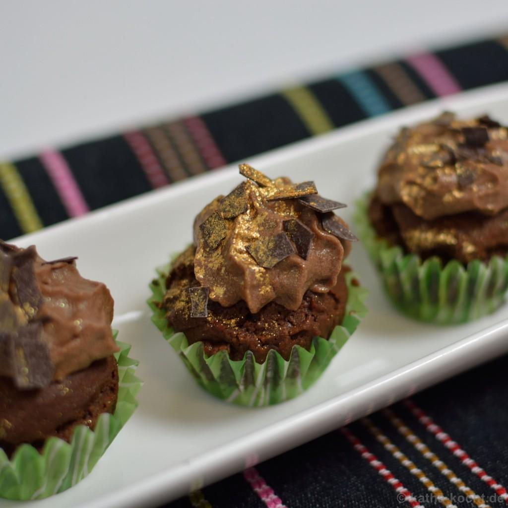 Double_Choc_Mini_Cupcakes_mit_einem_Hauch_von_Gold_7