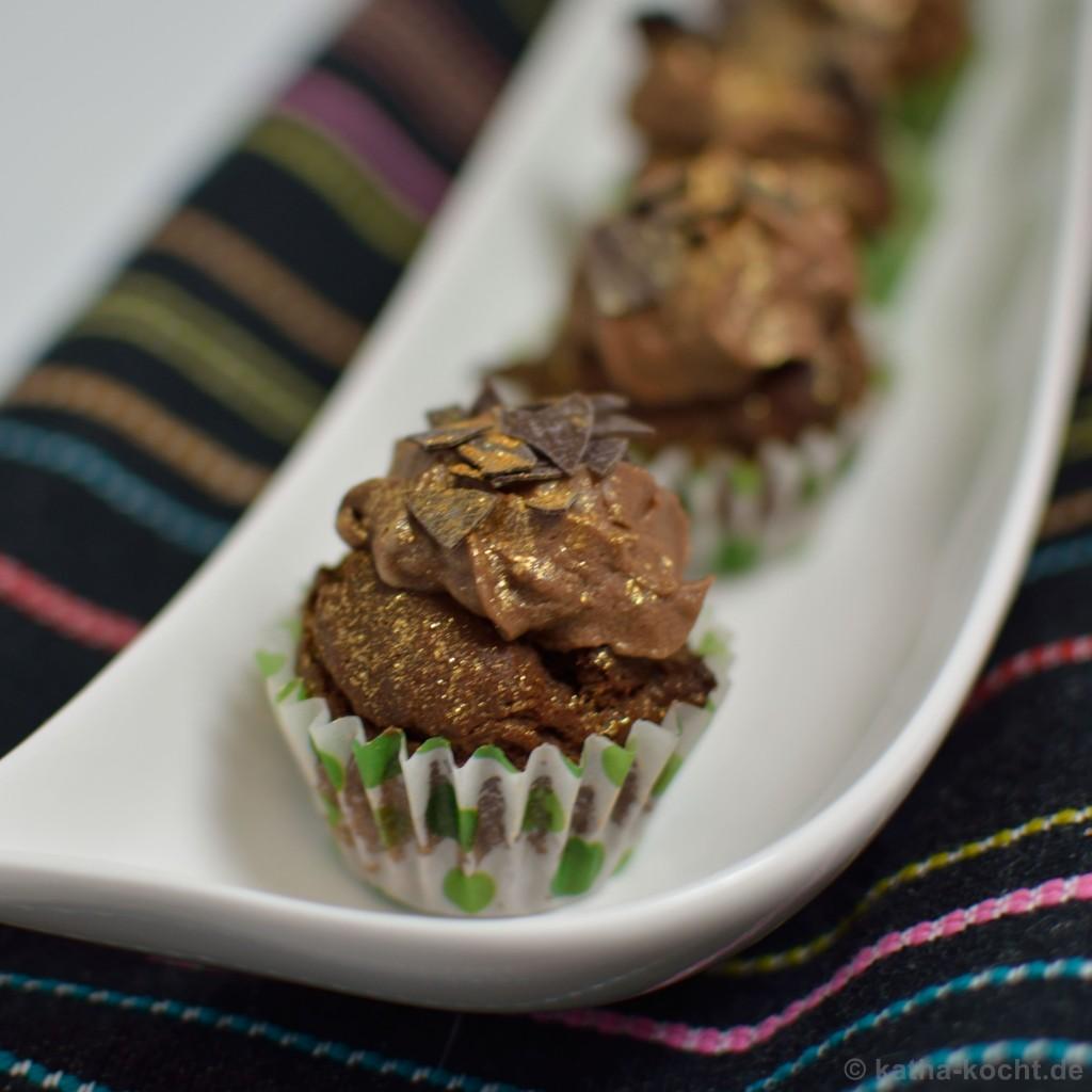 Double_Choc_Mini_Cupcakes_mit_einem_Hauch_von_Gold_8
