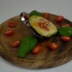 Gebackene Avocado mit Ziegenkäse