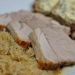 Schweinekrustenbraten mit Sauerkraut