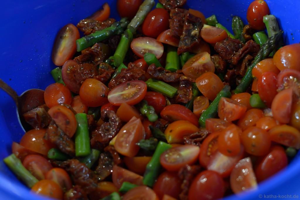 Tortellini_salat_mit_Ricotta_Tomaten_und_Spargel_2