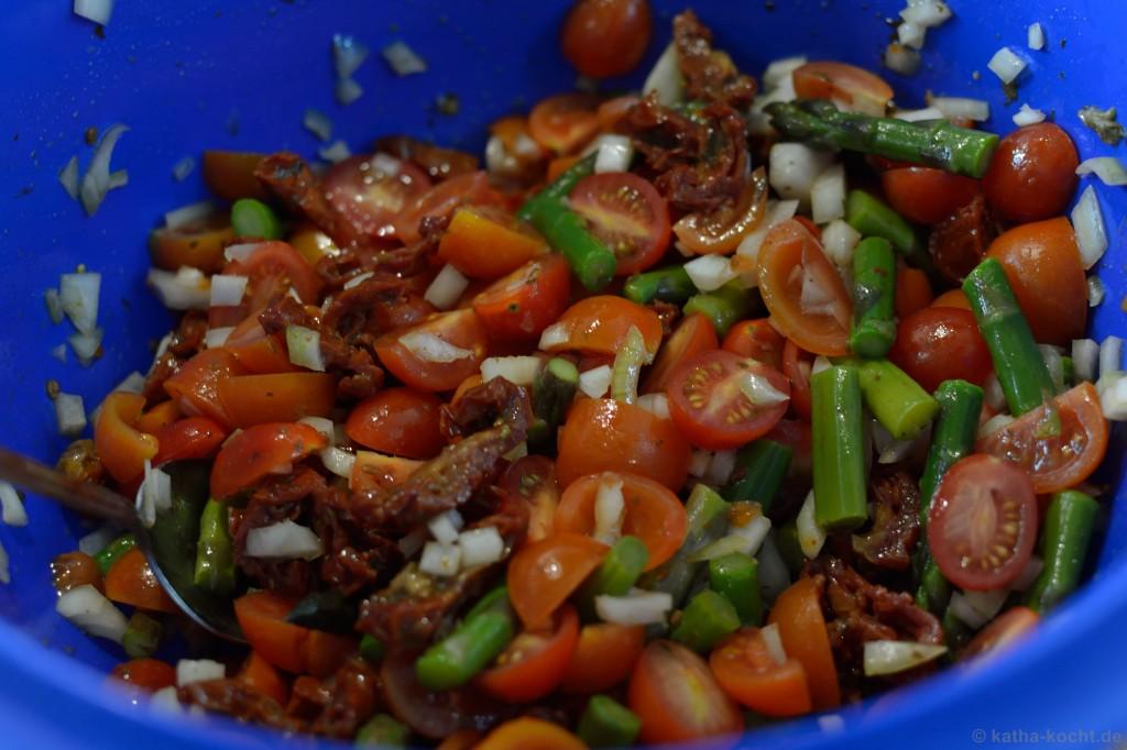 Tortellini_salat_mit_Ricotta_Tomaten_und_Spargel_3