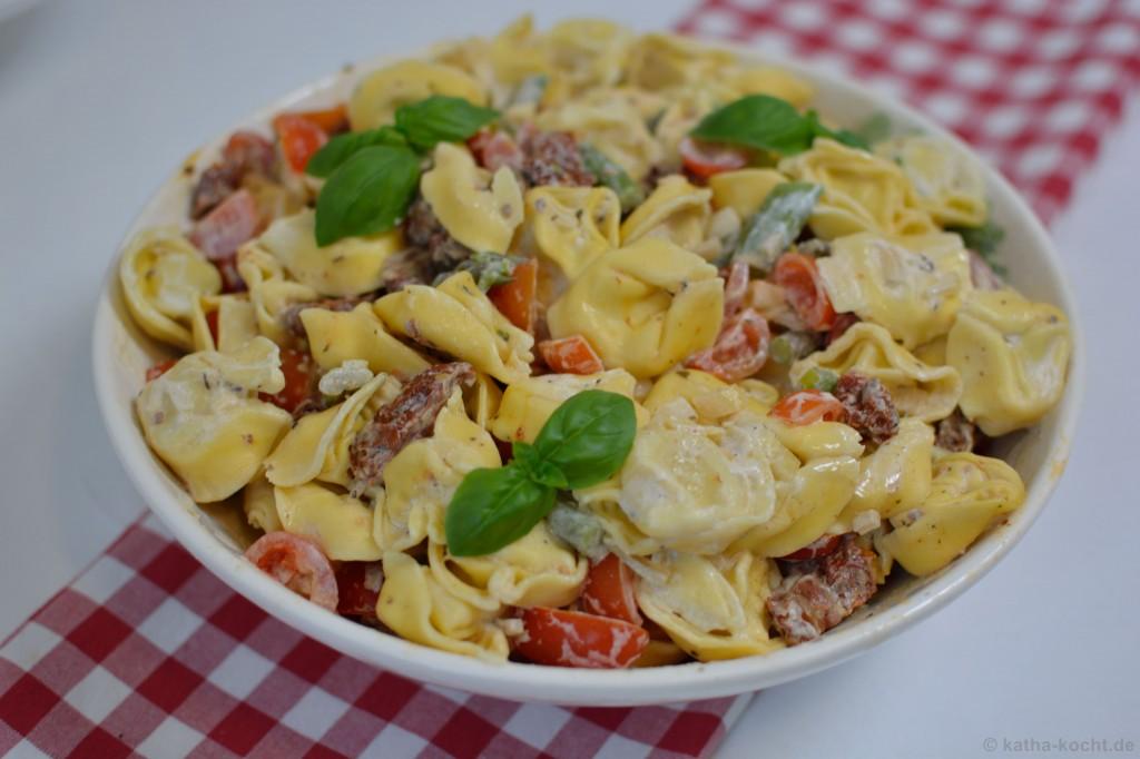 Tortellini_salat_mit_Ricotta_Tomaten_und_Spargel_4