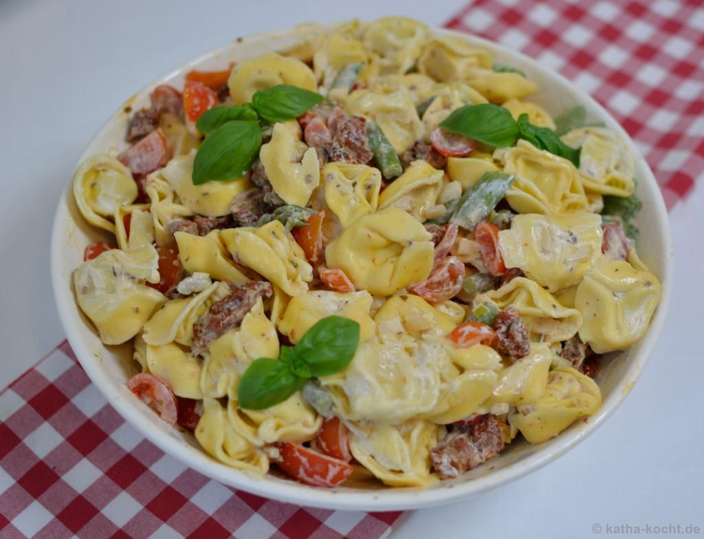 Tortellini_salat_mit_Ricotta_Tomaten_und_Spargel_5