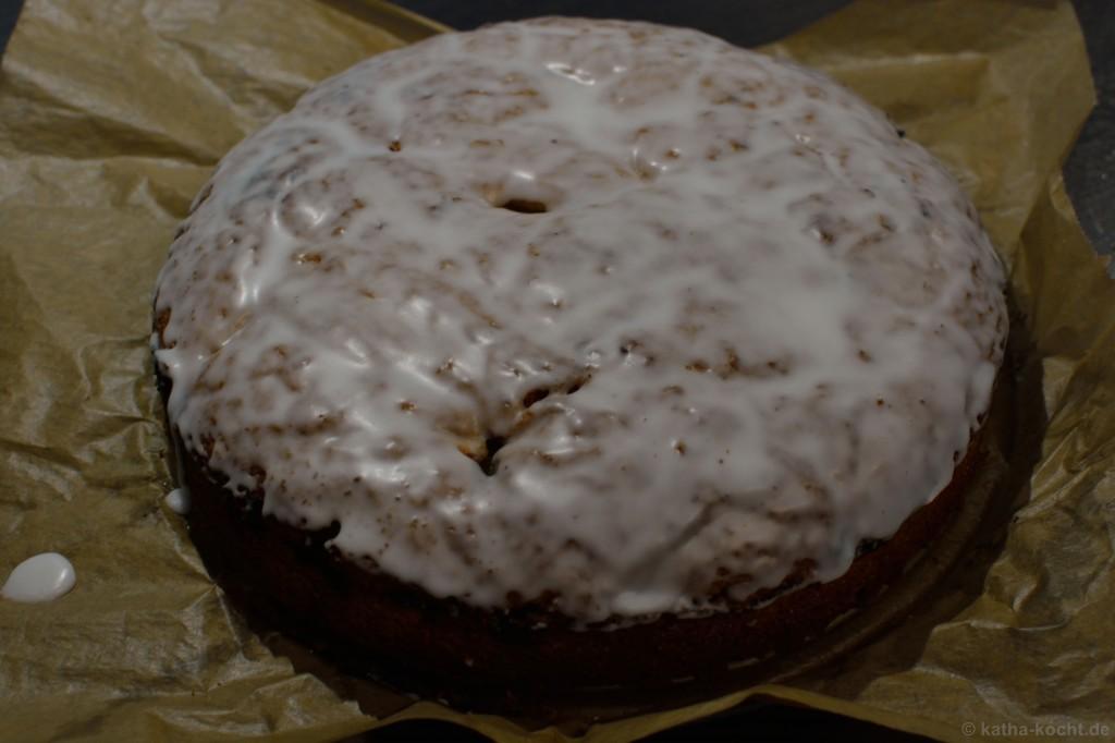 Gedeckter_Apfel-Rhabarber-Kuchen_4