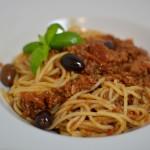 Spaghetti Bolognese mit Kalamata Oliven