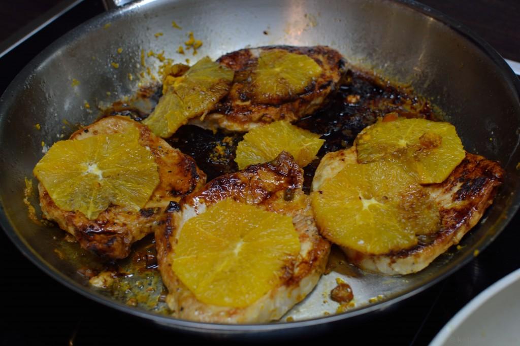 Schweinerücken_mit_gebratenen_Orangen_und_Bratkartoffeln_2