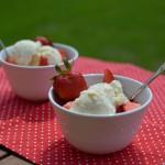 Erdbeerbecher mit Vanilleeis