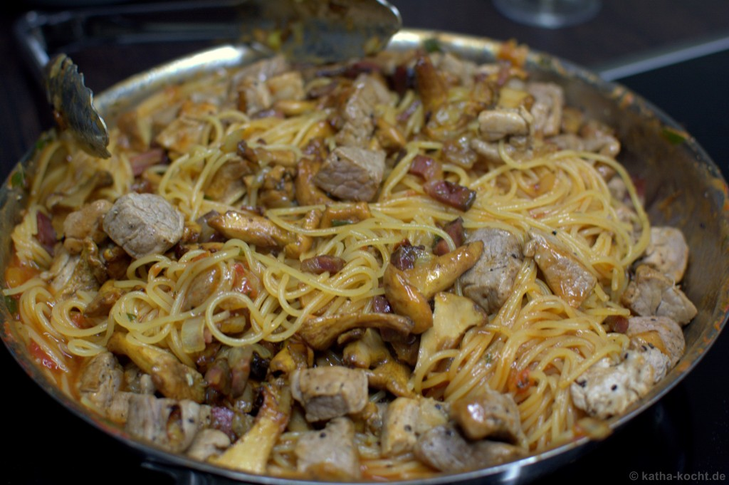 One_Pan_Pasta_mit_Pfifferlingen_4