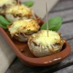Tapas – mit Gemüse gefüllte Champignons
