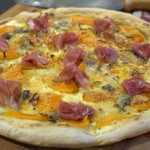 Kürbis-Gorgonzola Flammkuchen mit Parma Schinken