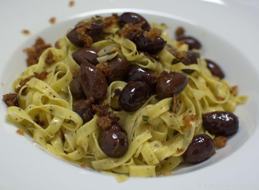 Pasta_mit_warmen_Oliven_ (3)