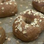 Vollkorn-Bagels mit Haferflocken
