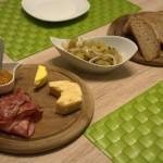 Abendbrot mit selbstgemachtem Käse