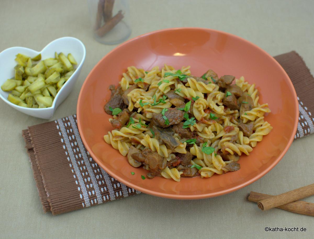 gulasch pasta mit rind und pilzen katha kocht. Black Bedroom Furniture Sets. Home Design Ideas