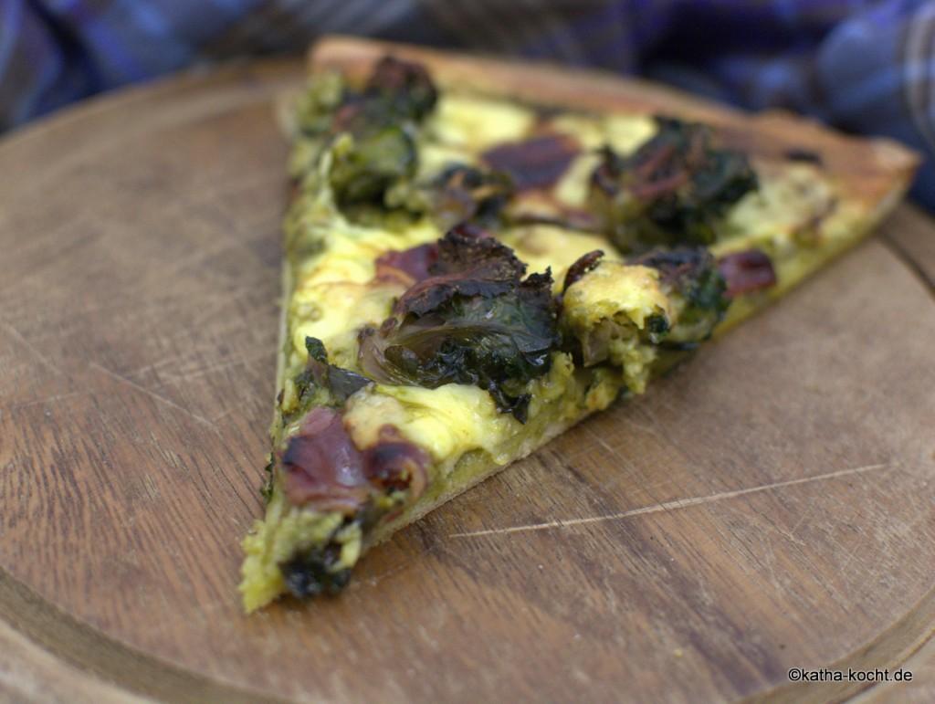 Pizza_mit_Grünkohlpesto_und_Gänseschinken_ (4)
