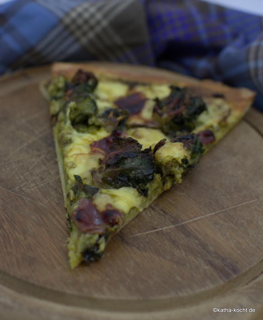 Pizza_mit_Grünkohlpesto_und_Gänseschinken_ (5)