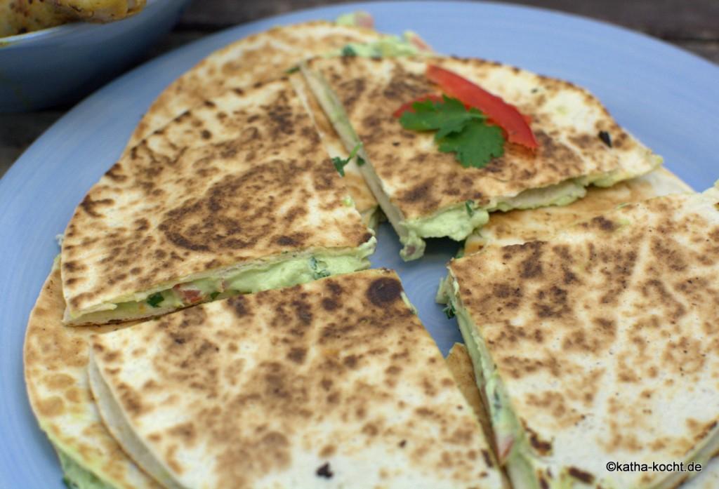 Scharfe_Hähnchenkeulen_und_GUacamole_Tortillas_ (5)