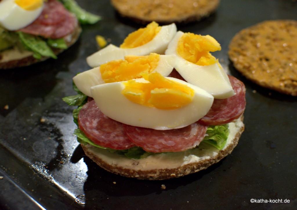 Vollkornsandwich_mit_Salami_und_ei_ (1)