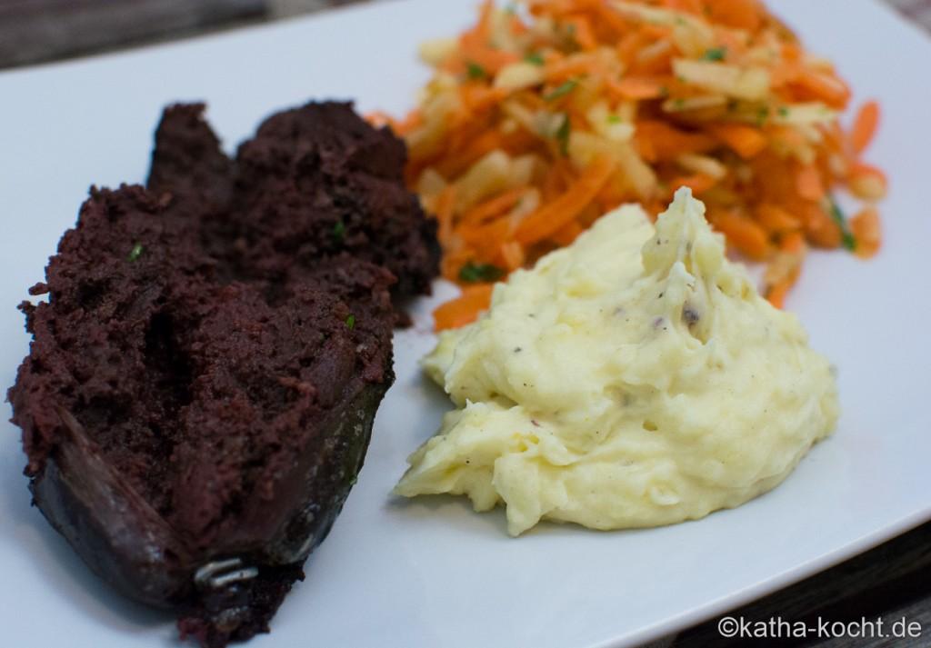 Blutwurst_mit_Apfel-Karotten_Salat_ (2)