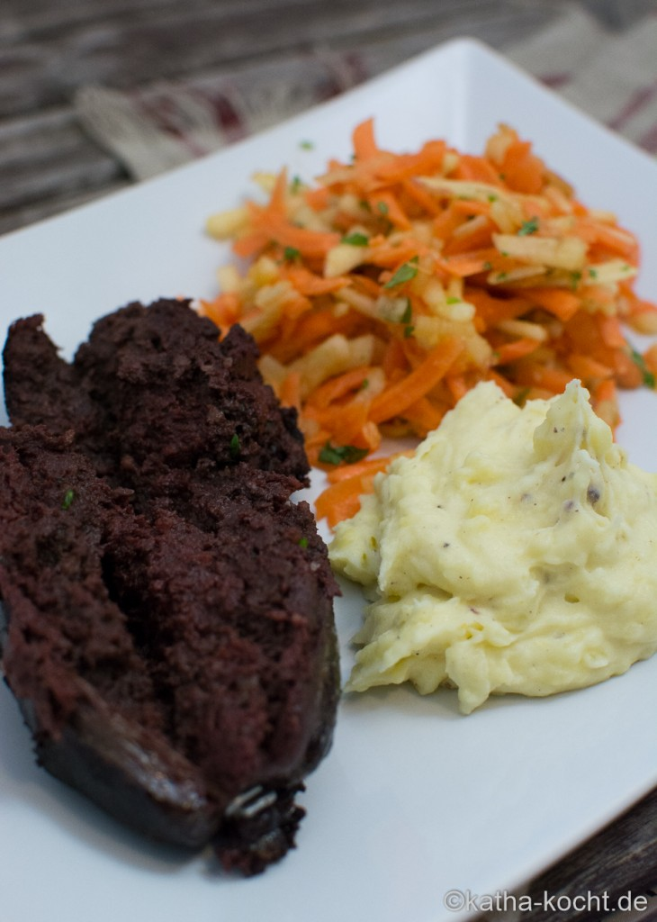 Blutwurst_mit_Apfel-Karotten_Salat_ (3)