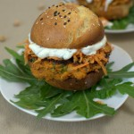 Falafel Burger mit Sesam-Karotten Salat