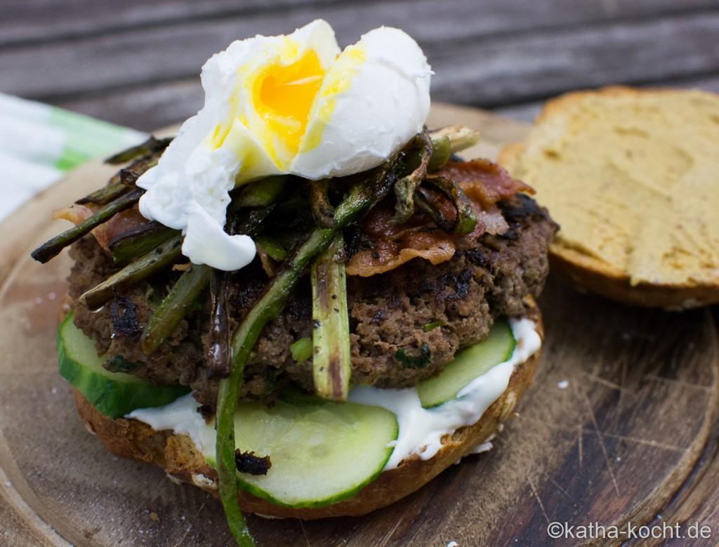 Burger_mit_Spargel_und_pochiertem_Ei_ (11)