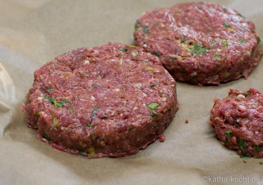 Burger_mit_Spargel_und_pochiertem_Ei_ (2)