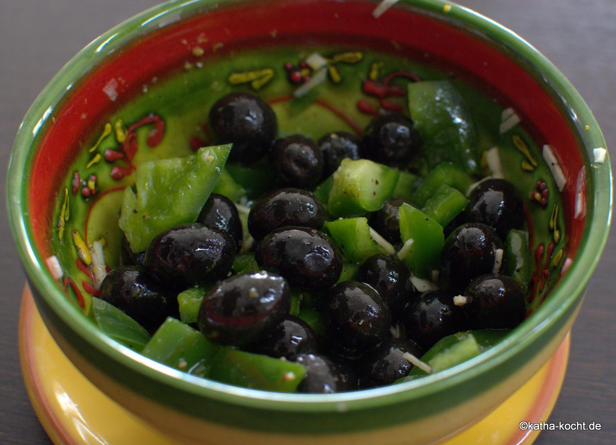 tapas marinierte oliven mit paprika katha kocht. Black Bedroom Furniture Sets. Home Design Ideas