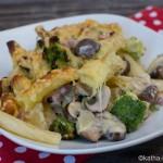 Nudelauflauf mit Speck, Brokkoli und Käse