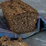Dunkles Treber Brot mit Körnern