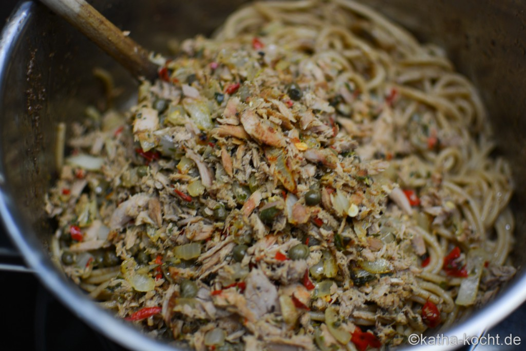 Dinkel_Spaghetti_mit_Thunfischsauce_und_Olivenpaste_ (10)