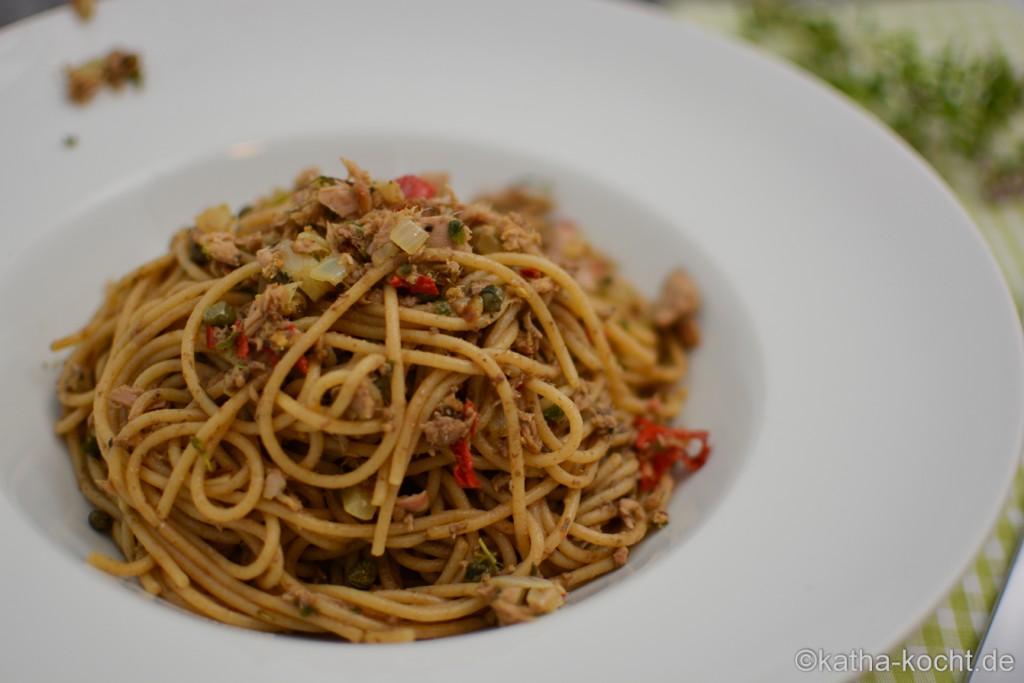 Dinkel_Spaghetti_mit_Thunfischsauce_und_Olivenpaste_ (13)
