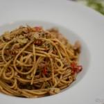 Dinkelspaghetti mit Thunfisch und Olivenpaste
