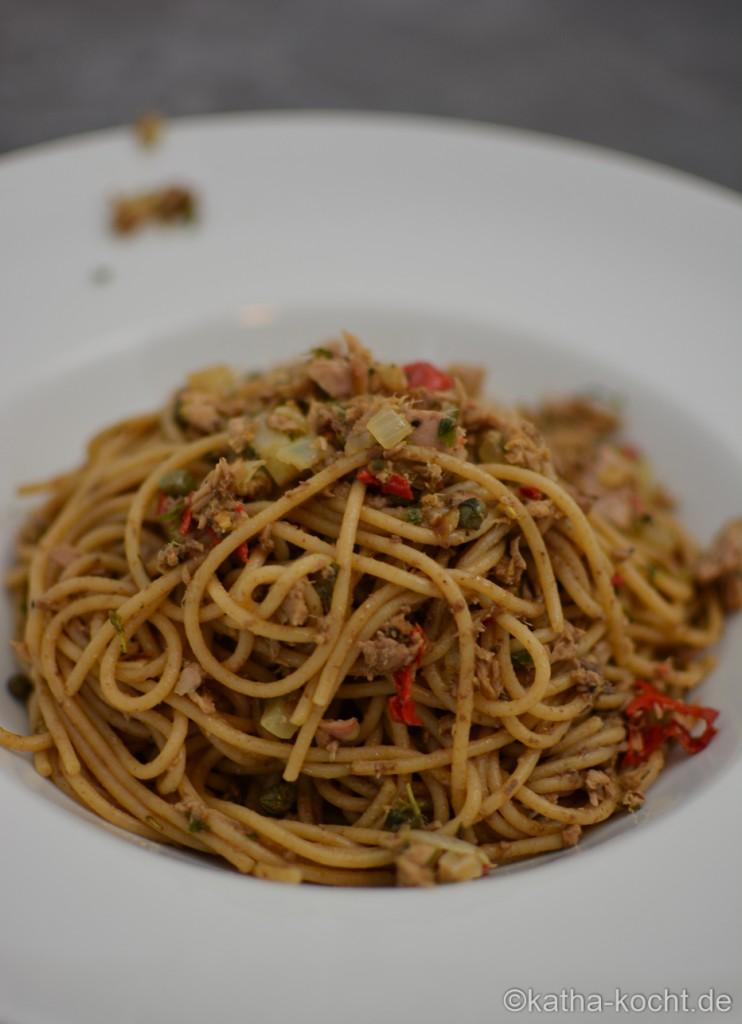 Dinkel_Spaghetti_mit_Thunfischsauce_und_Olivenpaste_ (16)