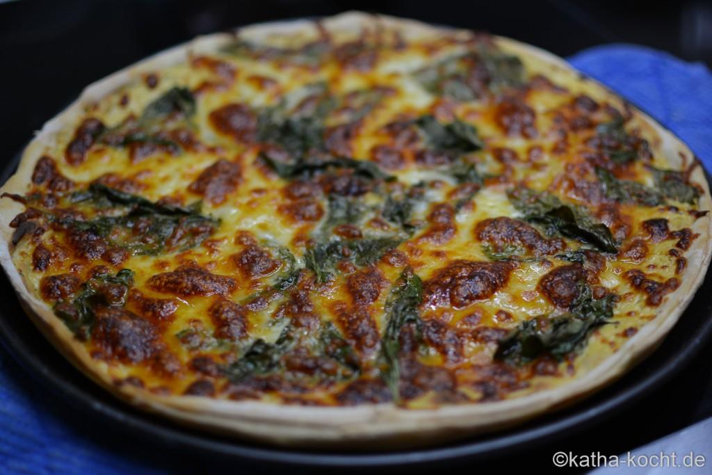 Pizza_mit_Mangold_und_Raeucherlachs_ (2)