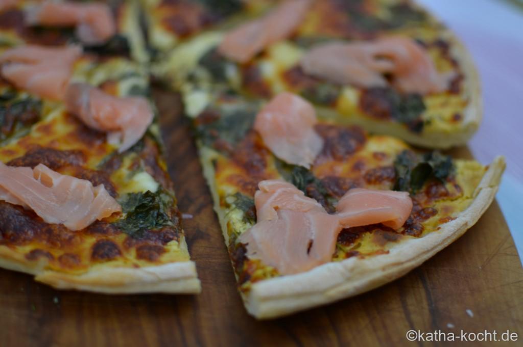 Pizza_mit_Mangold_und_Raeucherlachs_ (9)
