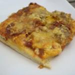 Pizza mit Salami und Wurst