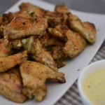 Rosmarin Chicken Wings mit Honig-Senf Sauce