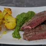 Steak mit kalter Avocado-Rucola Creme