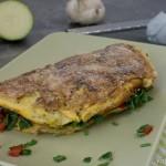 Omelett mit Tomaten und Zucchini